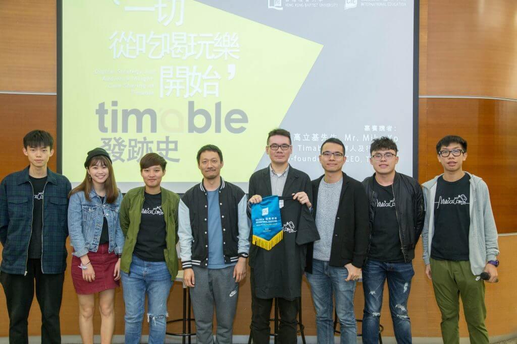 傳理學部導師及籌備講座的媒體傳播同學與高立基先生(左四)合照。